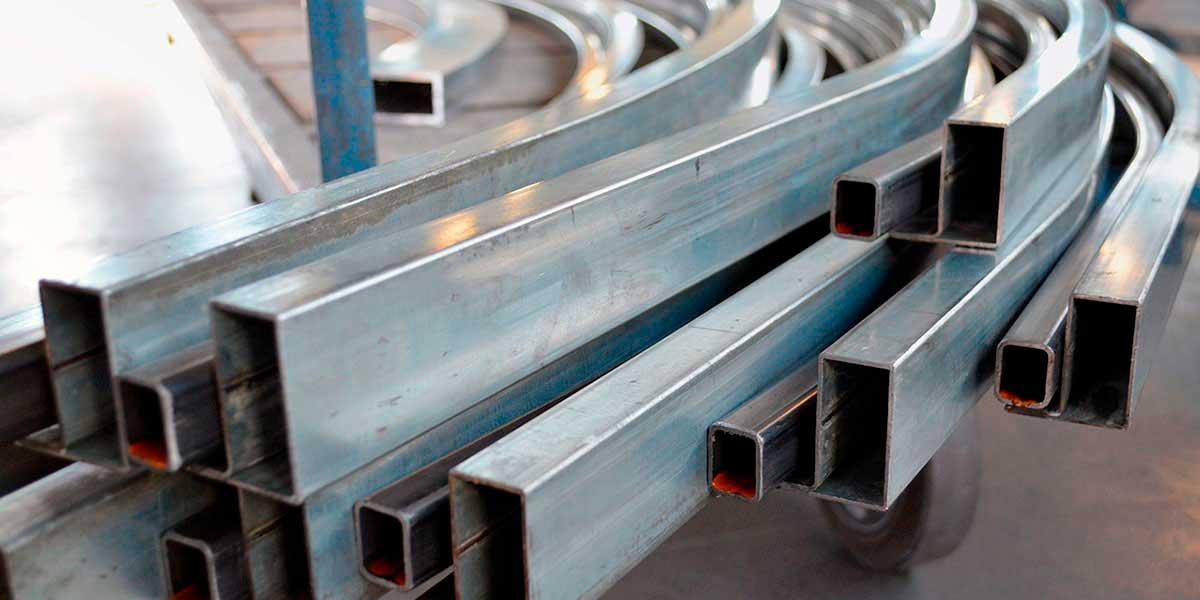 Преимущества и недостатки использования профильной трубы под кабель
